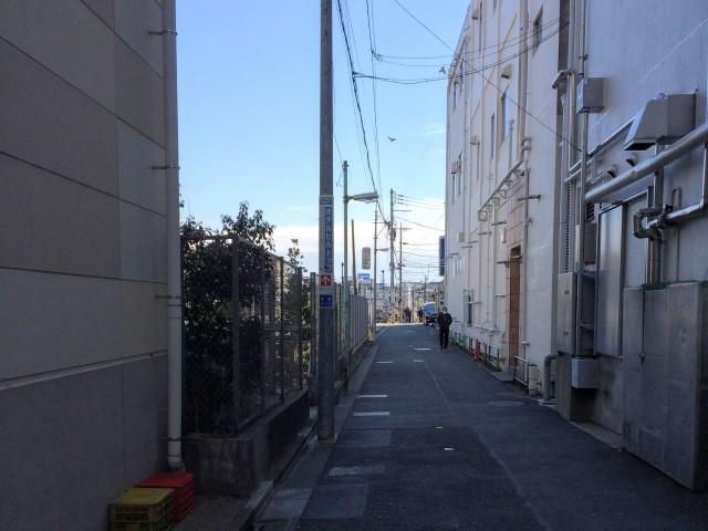 南口左手の道の写真