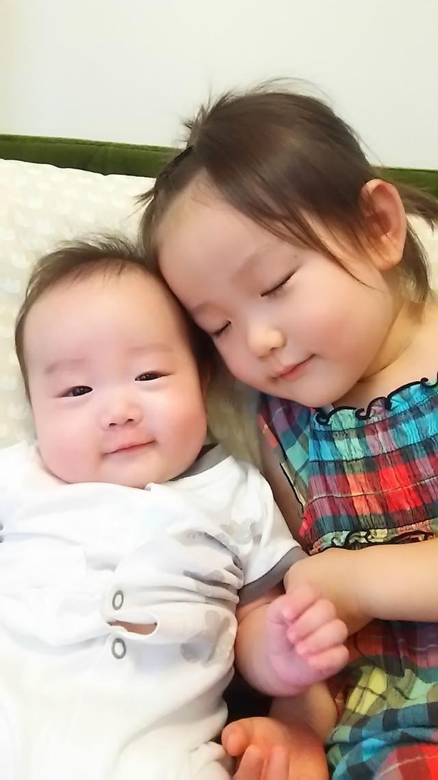 赤ちゃんと3歳のお姉ちゃん